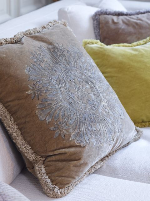 Draperiet på Høvik i Bærum forhandler Sabina Fay Braxton. Sabina Fay Braxton pillows - amazing colours