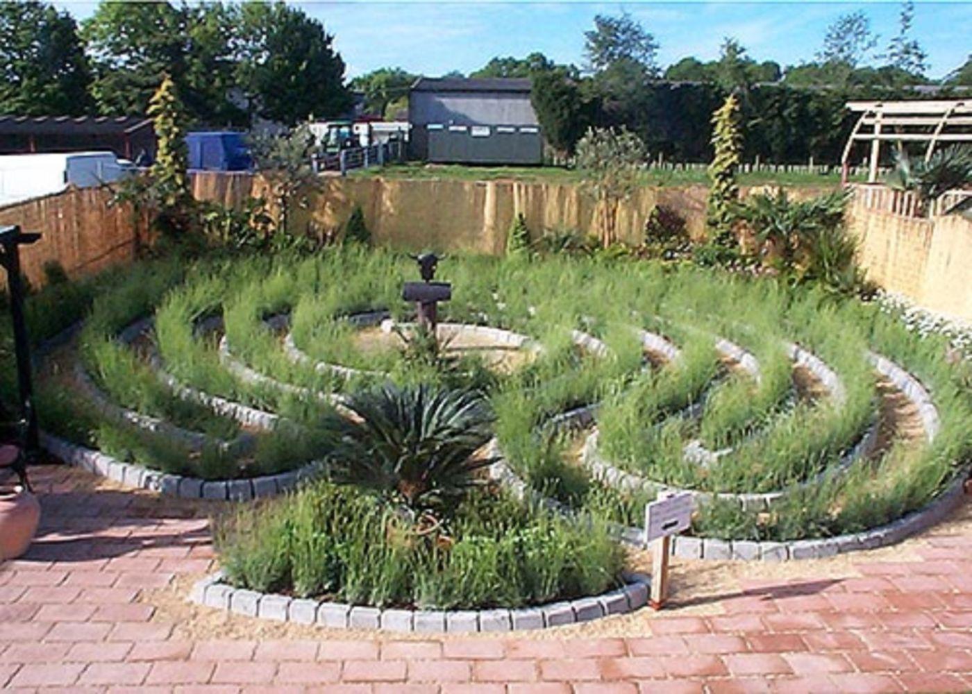 Bon 44 Inspiring Labrynth Garden Design Ideas