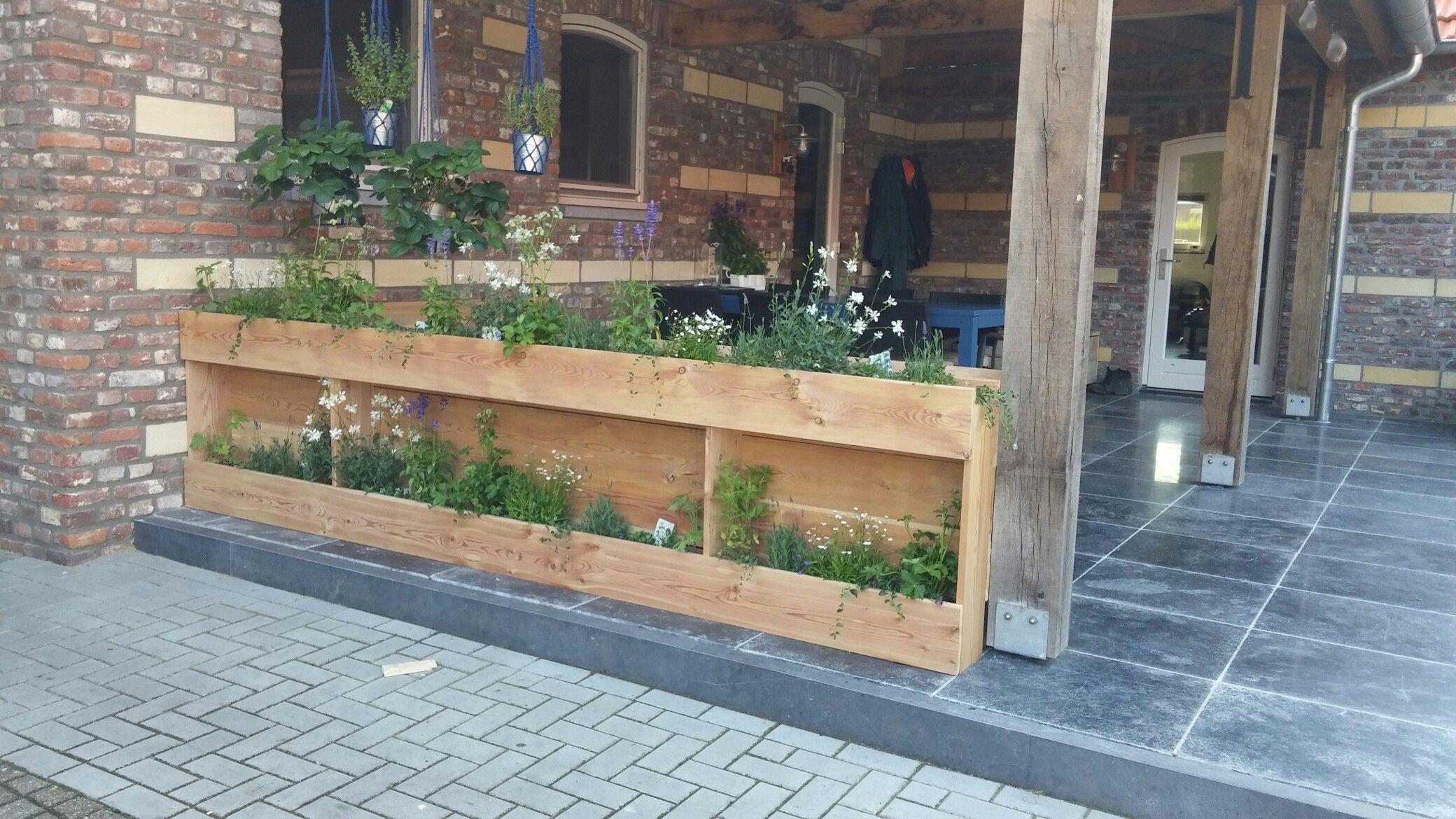 Bloemenbak achterkant tuinbank hoekbank