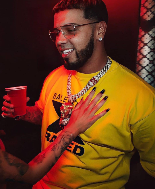 Pin By Clarissahernandez7 On Anuel Aa Nba Outfit Cute Tumblr Wallpaper Baby Daddy
