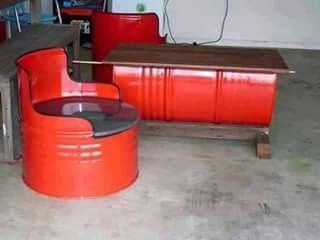 Nice Looking Chairs And Barrel Table
