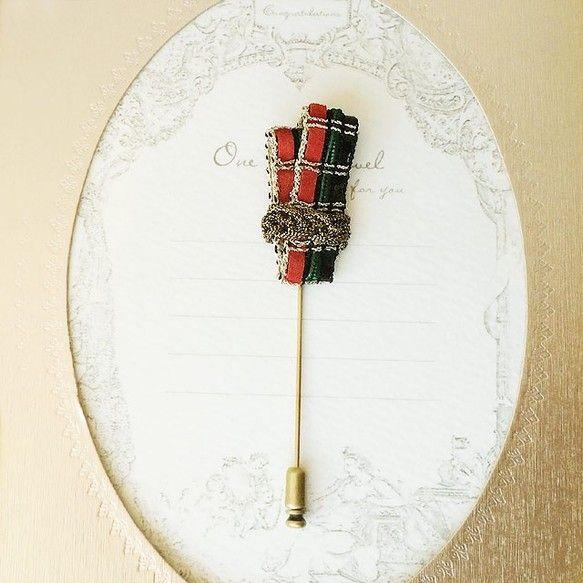 フランスのヴィンテージブレードを使用したピンブローチです。流行のチェック柄がコーディネートのワンポイントに。帽子はもちろん、ジャケットの襟やストールやニットに...|ハンドメイド、手作り、手仕事品の通販・販売・購入ならCreema。
