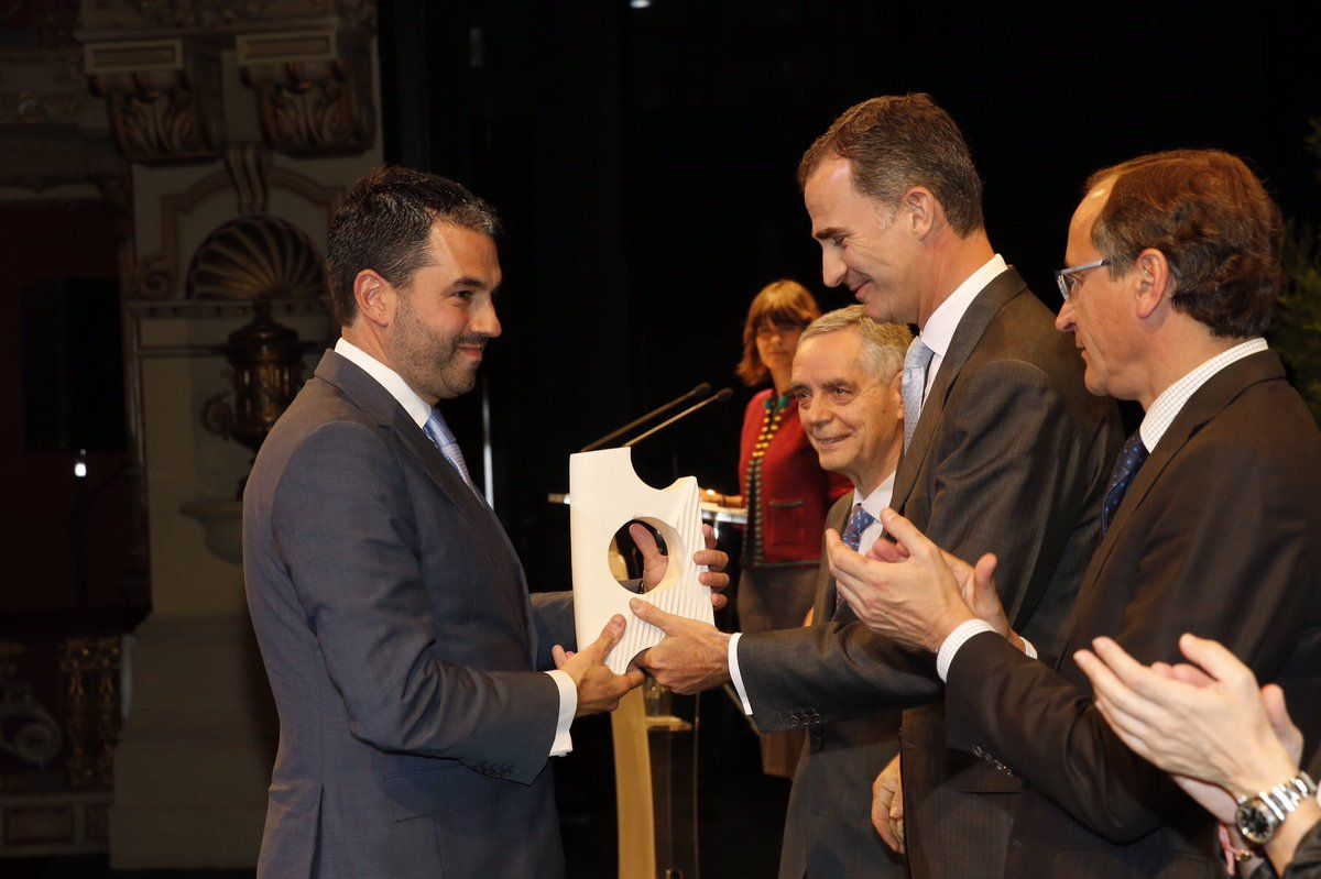 SM el Rey Felipe VI en la entrega del Premio NoviaSalcedo a la excelencia en la integración profesional de los jóvenes. 20-06-2016