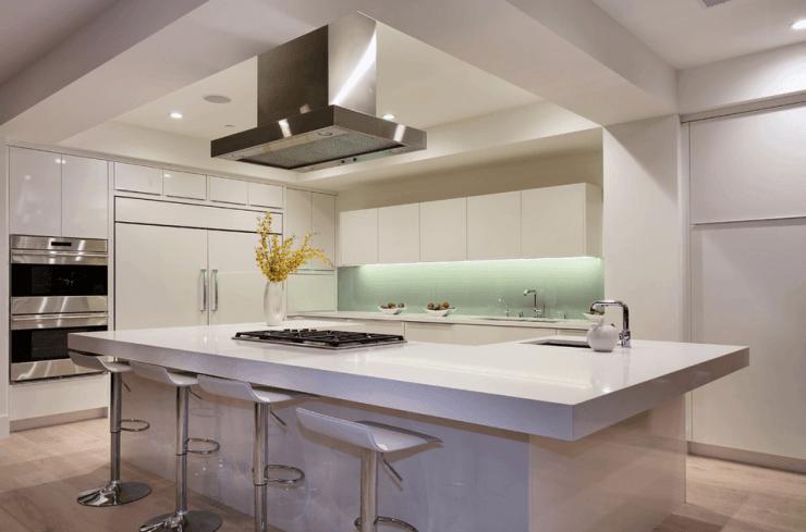 10 Revestimentos Para Bancada da Cozinha - #BlogDecostore - Decoração de Cozinha - Cozinhas Decoradas - Cozinha com Ilha - Bancada de NanoGlass Fonte: Decostore
