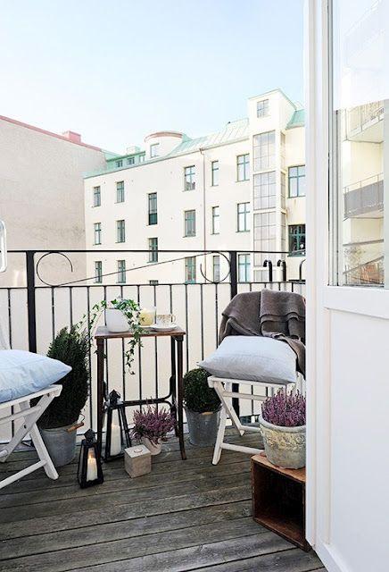 balcony helle farben f r den balkon home pinterest balconies patios and balcony decoration. Black Bedroom Furniture Sets. Home Design Ideas