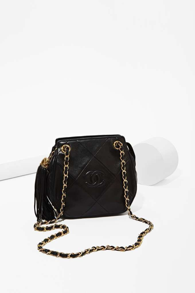 Vintage Chanel Black Tassel Bag   Bag Lady   Pinterest   Vintage ... c70412f8d7