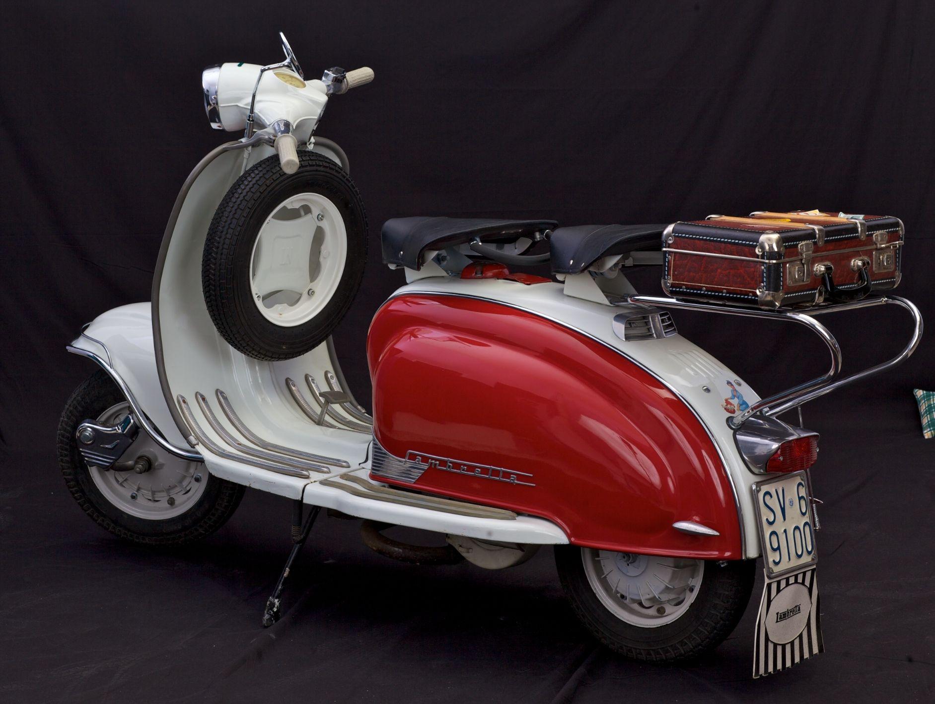 vintage italian scooter - HD1883×1417