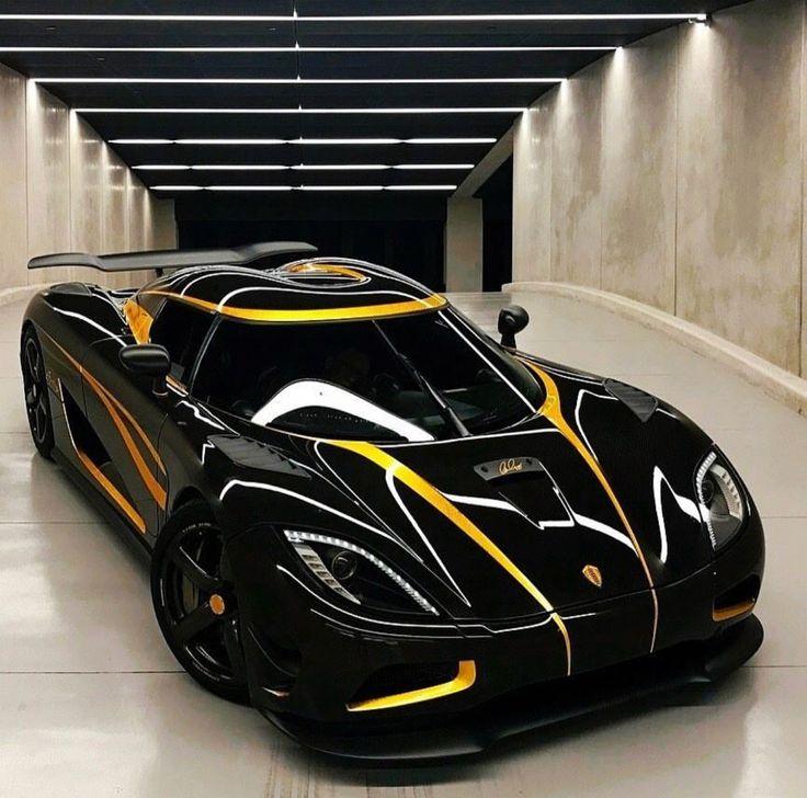 Koenigsegg Agera Black: Koenigsegg Agera Motors Powered Leistungspumpen Öl