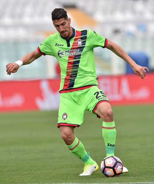 Marcello Trotta of FC Crotone in action during the Serie A match between Pescara Calcio and FC Crotone at Adriatico Stadium on May 7, 2017 in Pescara, Italy.