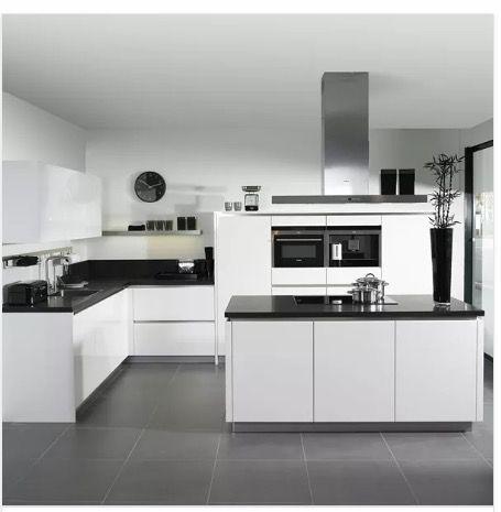 White Black And White So Not Whte And Black Kitchen Genel Kuche Schwarz Kuchen Ideen Weiss Kuche Einrichten