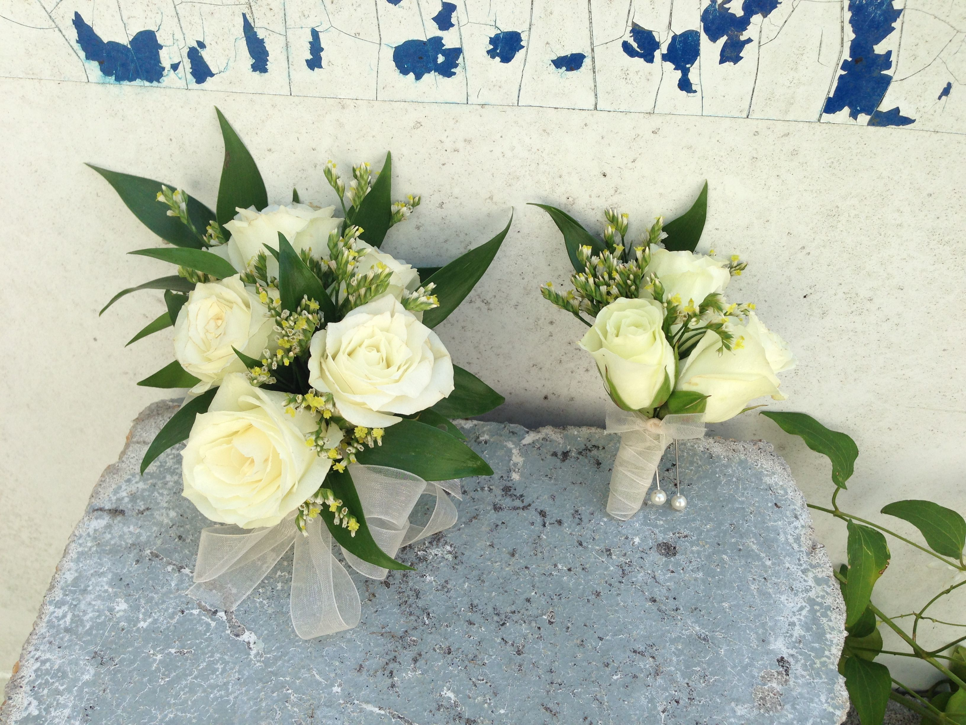 White Spray Rose Corsage and Boitonniére | Kassi | PinterestWhite Spray Rose Boutonniere