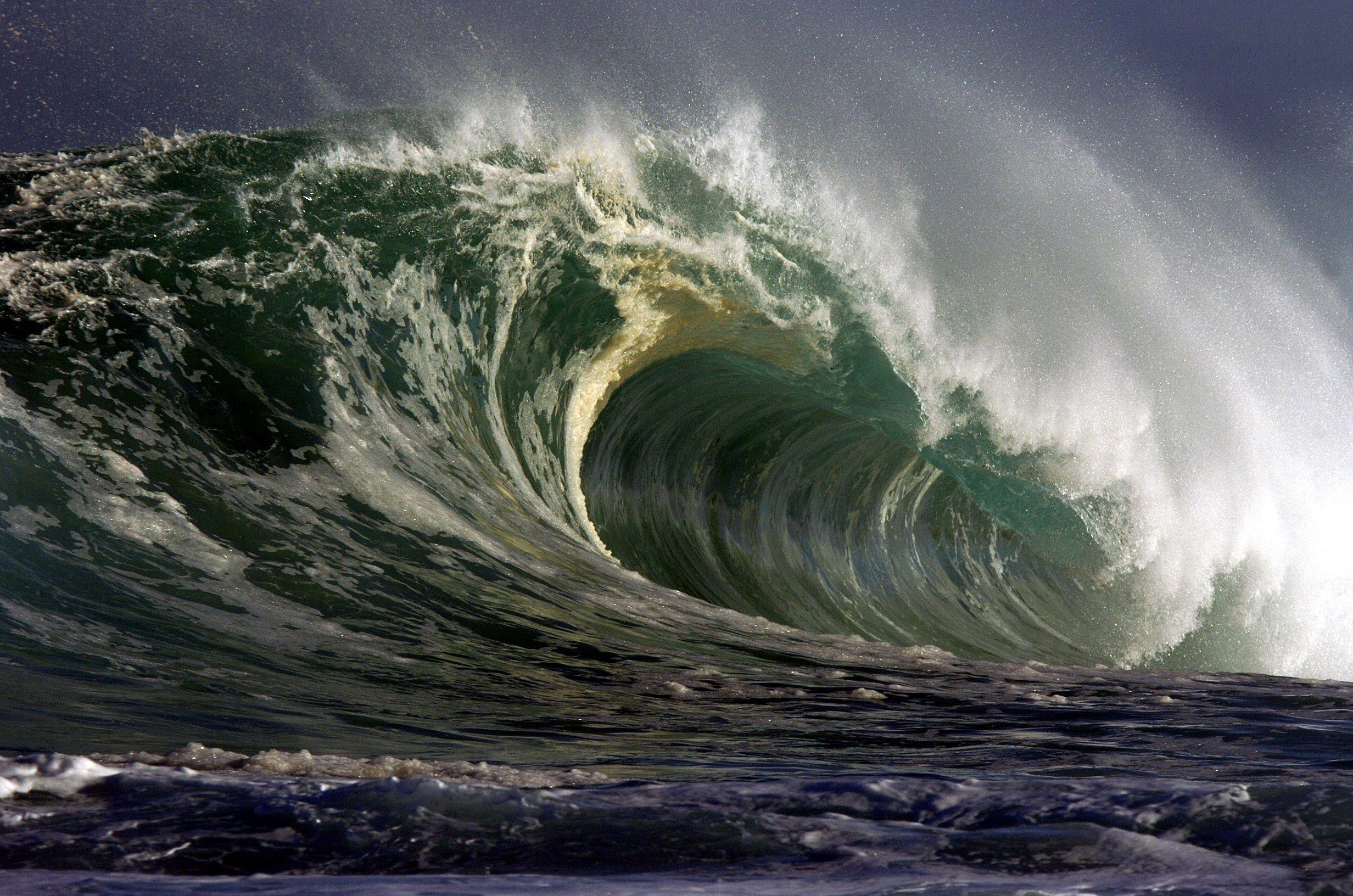 Frighten wave Ocean waves painting, Ocean waves, Giant waves