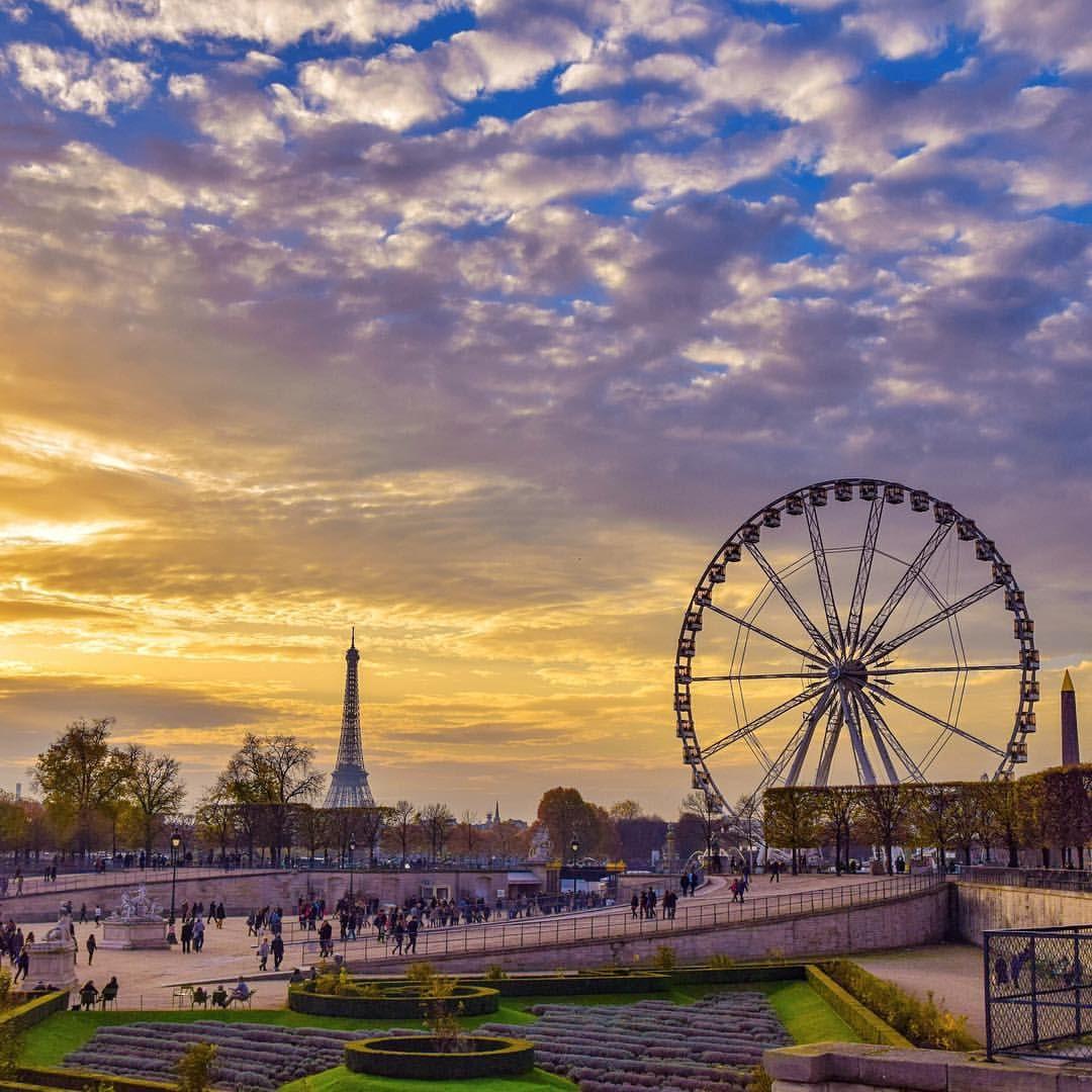 Trop cool! Demain c'est Lundi, on va pouvoir retourner travailler demain (commentaire de lemecquikiffe mon double dans un monde parallèle et qui aime tout et n'importe quoi.) #topparisphoto #topfrancephoto #igersparis #igersfrance #instacool #instagood #instamood #Paris #parismatch #parisjetaime #parismaville #super_france #francevacation #gf_france #love_paris #love_france #monumental_world #worldtravelpic #commcam #clubsocial #vintique #visitlafrance #visitparis #thebestdestinations…