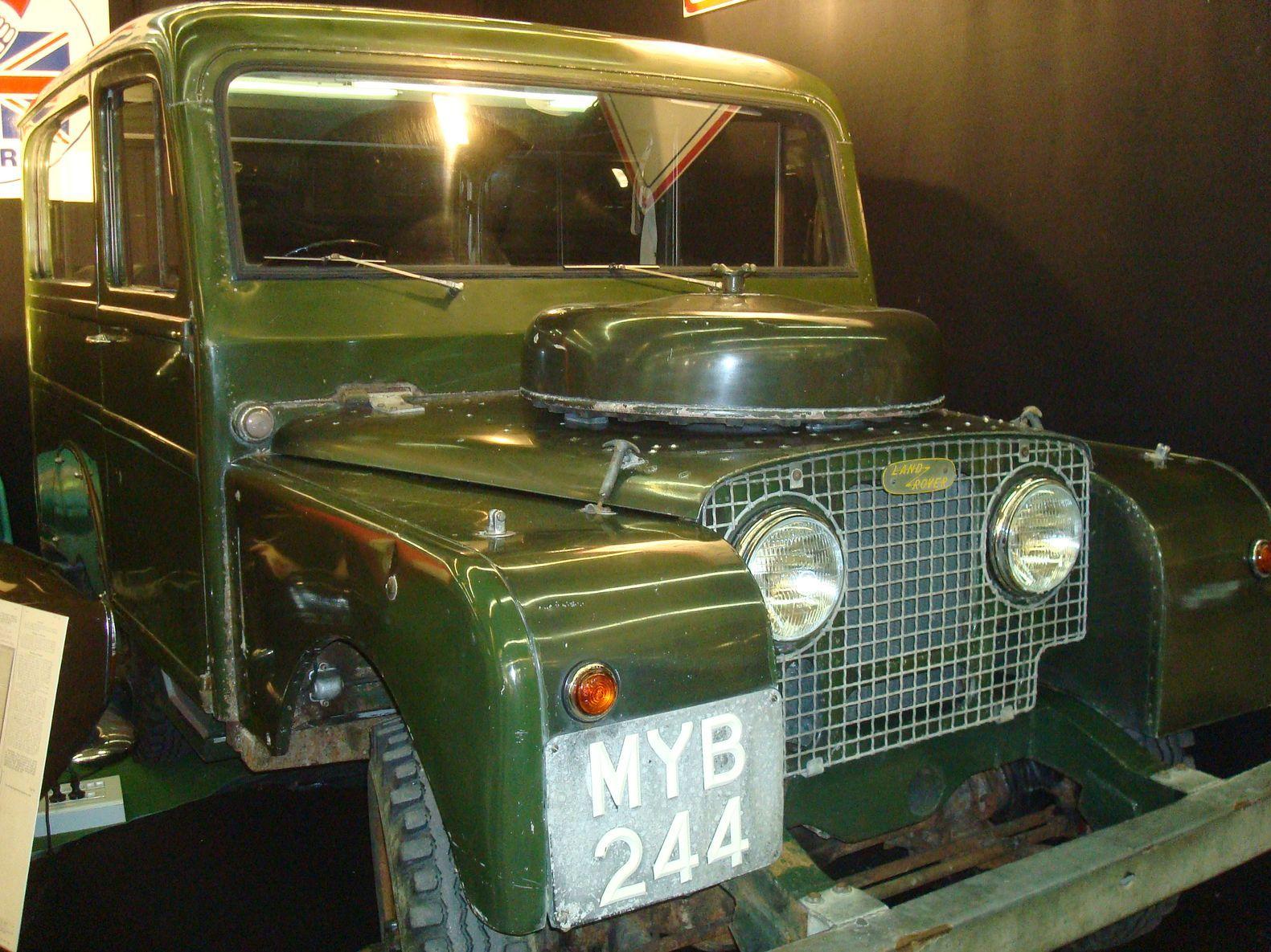 // land-rover-station-wagon-80