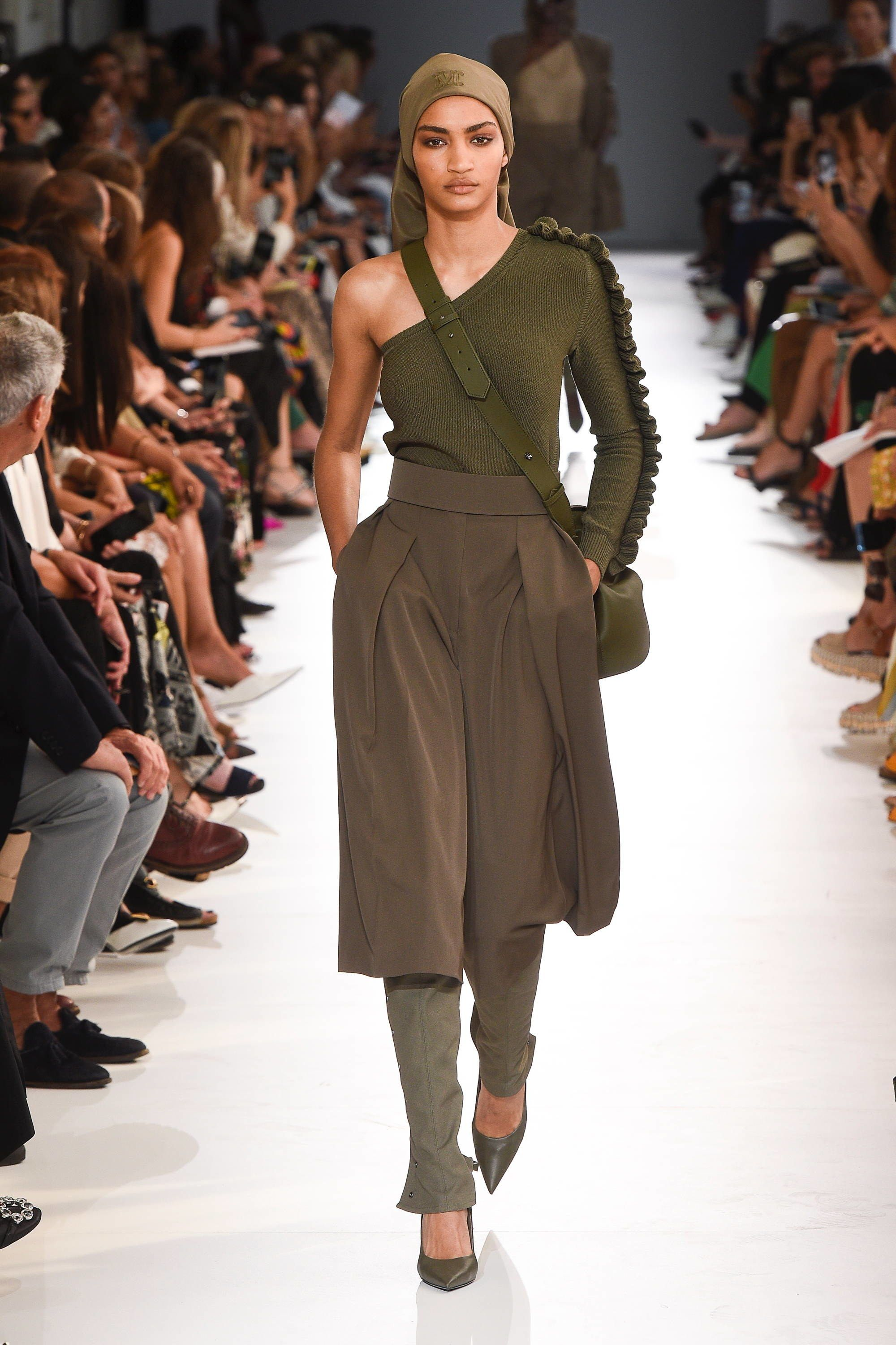 a77c685b90 Max Mara Spring 2019 Ready-to-Wear Collection - Vogue