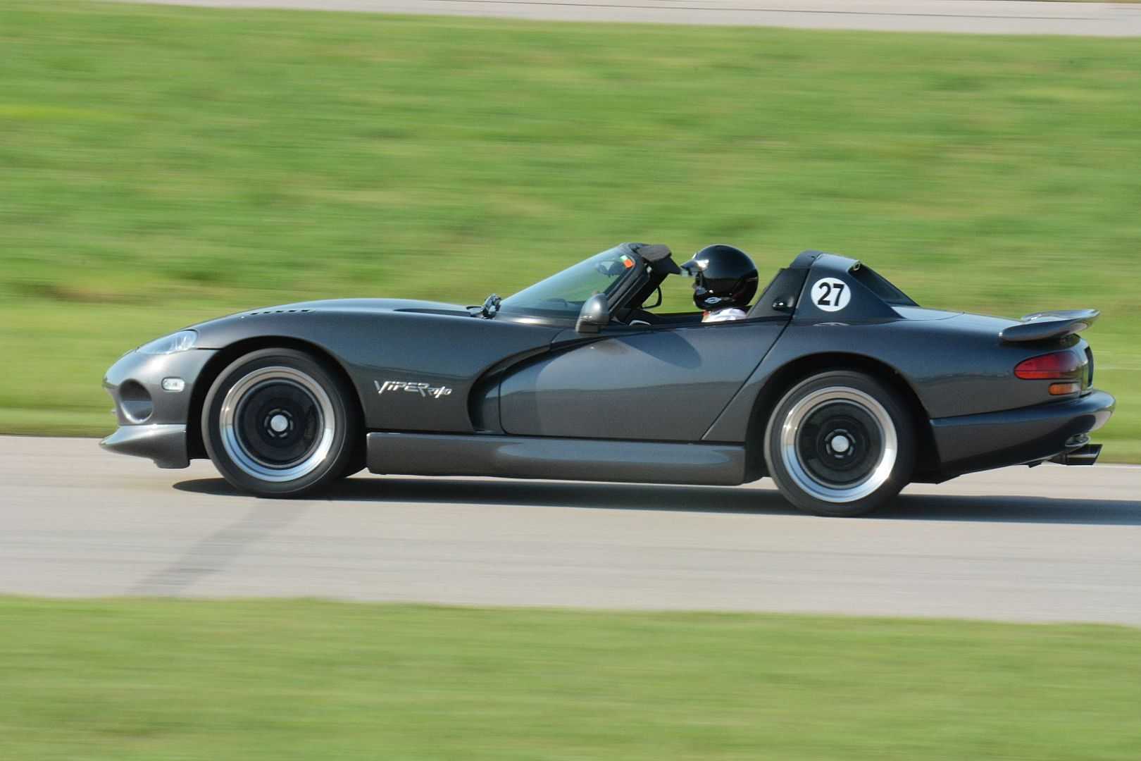 2002 RT10 tearing up the track at Motorsport Park in