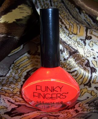Funky Fingers- Atomic Poppy