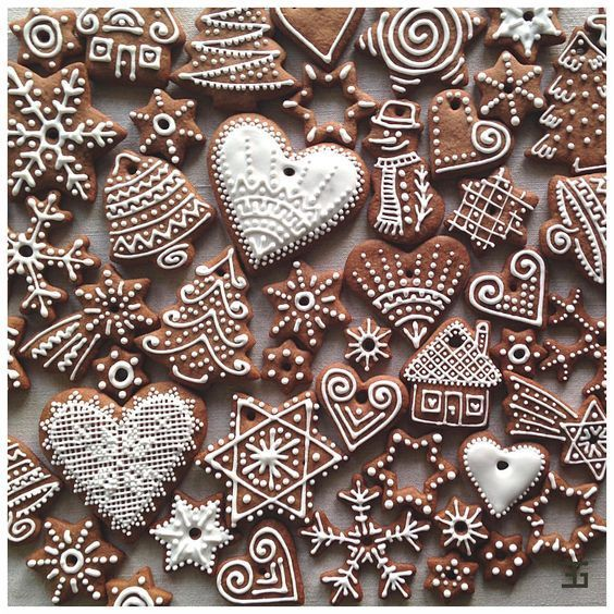 Christmas Cookie Decorating Ideas and Inspiration - Fashion To Follow #gingerbreadcookies