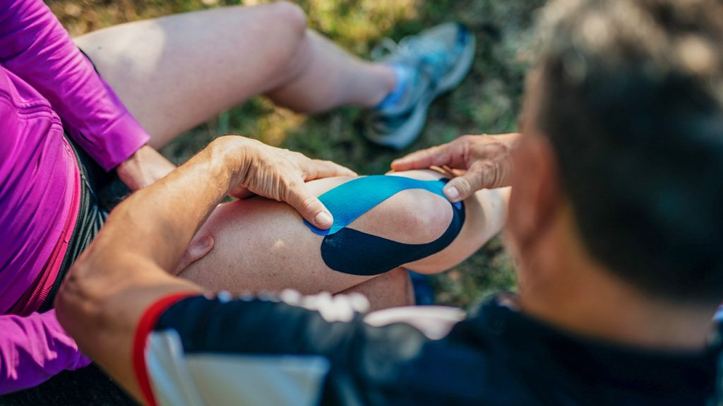 Kinesiology tape benefits and uses kinesiology taping