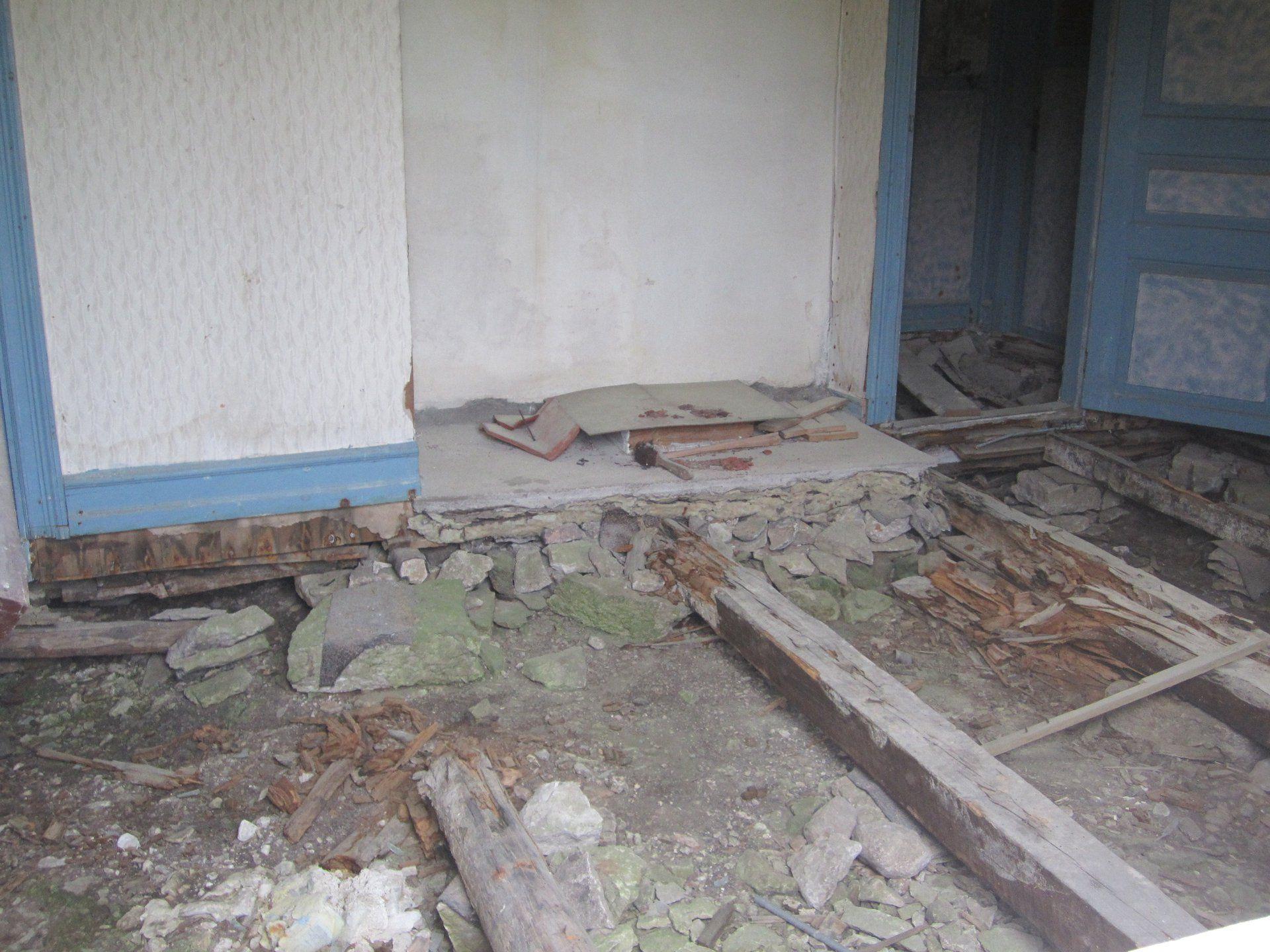 dörrarna och tapeten! http://s3.sfcdn.se/s/resurs/image/6232/large/635192485500000000/46pat3l1j3ap1u3o.jpg