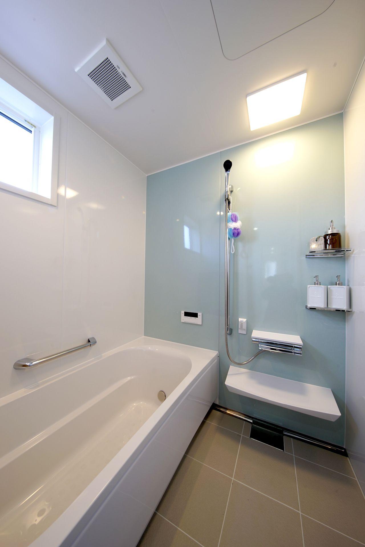 淡いブルーがさわやかな浴室 浴室リフォーム バスルーム おしゃれ 浴室 おしゃれ
