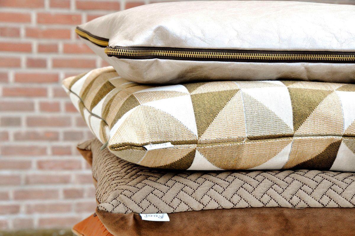 De collectie #sierkussens van Raaf bestaat onder meer uit goudkleurige #kussens met een mooi #