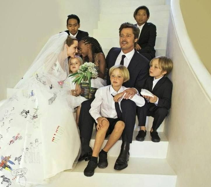 Brad Pitt And Angelina Jolie Wedding Pictures: Angelina Jolie And Brad Pitt With Their Kids. Wedding