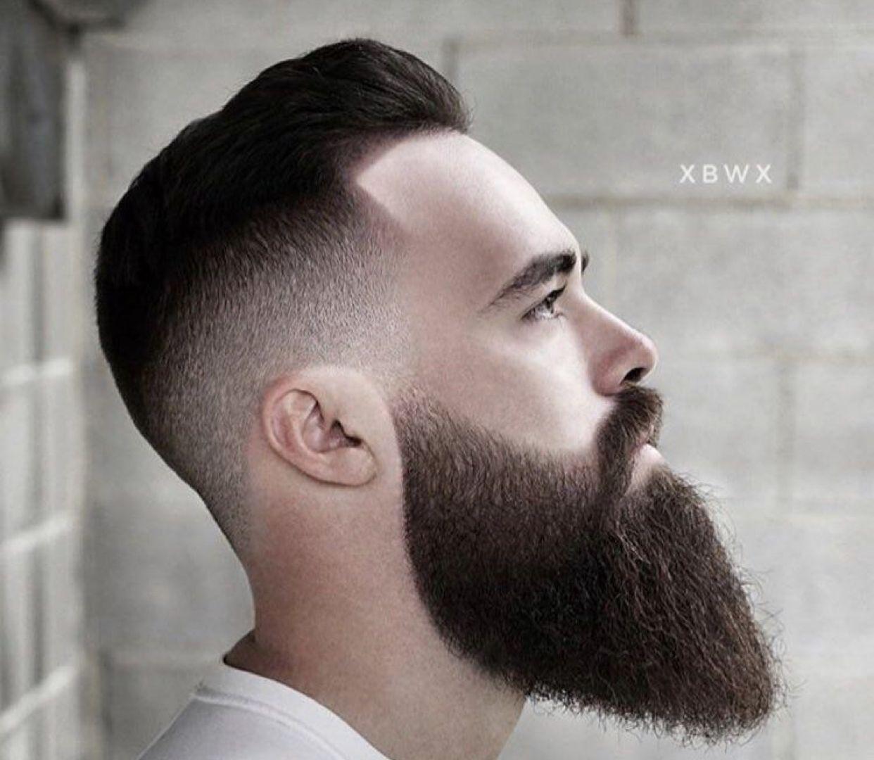 Rocking Long Beard Long Beard Styles Beard Shapes Beard Styles