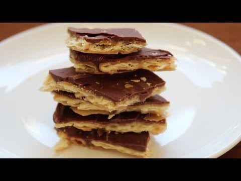 Christmas Crack - Saltine Cracker Toffee - Video - YouTube