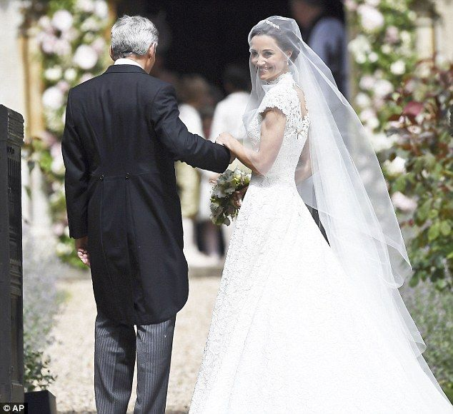 pippa middleton enlists giles deacon for wedding dress | encaje