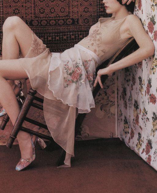 "bienenkiste:  ""Bloom for flowers"". Photographed by Tim Walker for Vogue Italia November 1999"