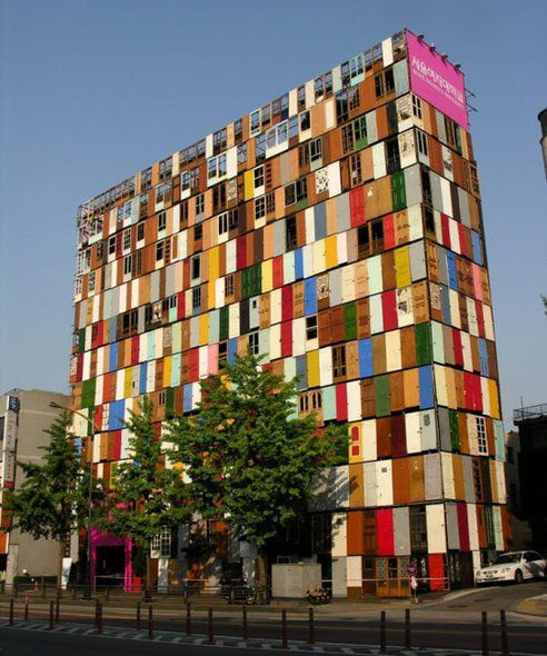 Artist Covers 10 Storey Building With 1 000 Recycled Doors
