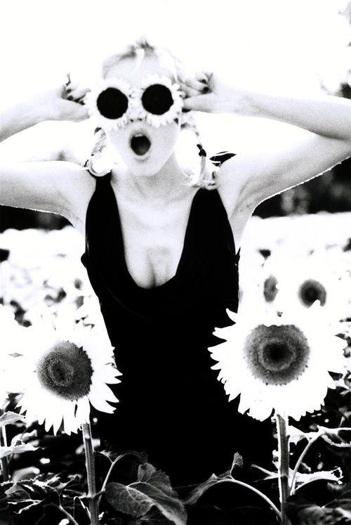 Photo by Ellen Von Unwerth. Model: Eva Herzigova, 1999. °