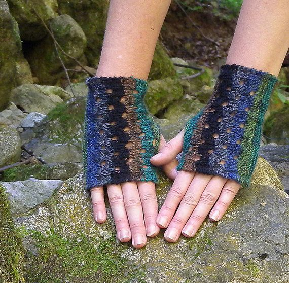 Fingerless Gloves Knitting Pattern, sock yarn gloves, decorative ...