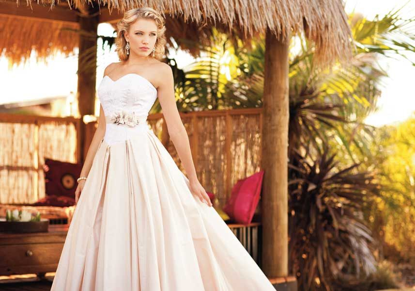 gorgeous wedding gown perfect for a summer or destination wedding ...