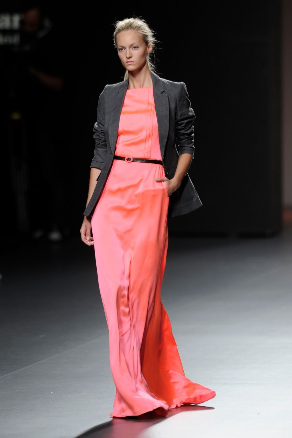 4c75315c921fb Kina Fernández propone llevar vestidos largos de fiesta con blazers