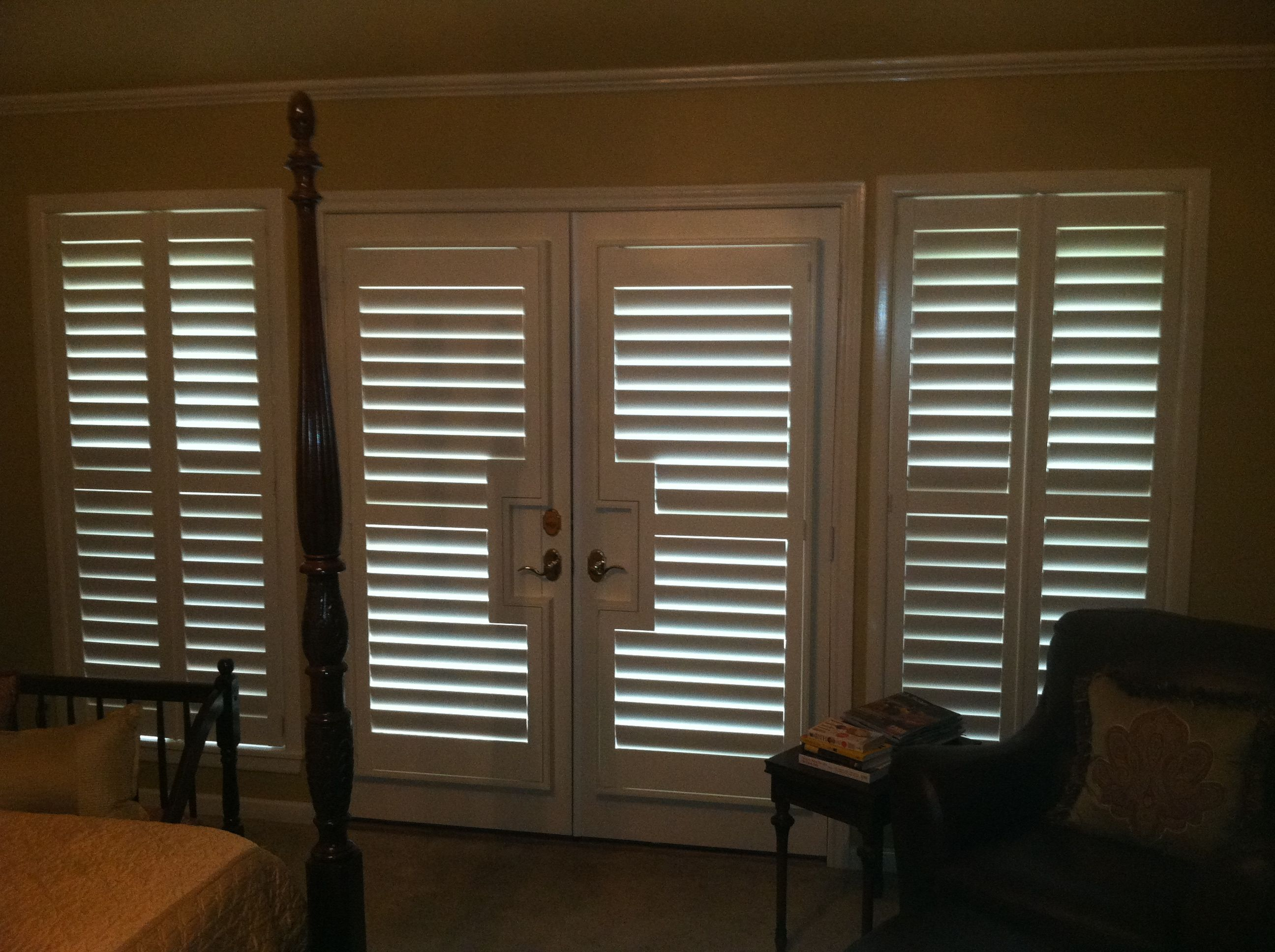 3 1 2 Quot Real Wood Painted Plantation Shutters Including