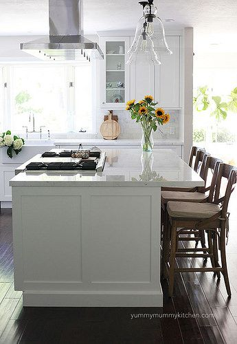 Farmhouse Kitchen Island With Stove And Seating Home Design Ideas