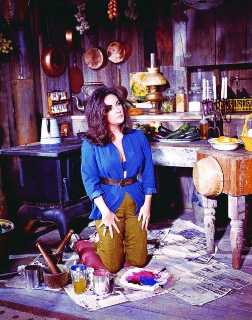Elizabeth Taylor in The Sandpiper (1965)