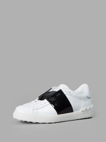 WHITE SNEAKERS. #valentino #shoes #sneakers