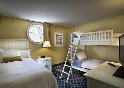 Hampton Inn Suites Myrtle Beach Oceanfront Hotel Sc Suite