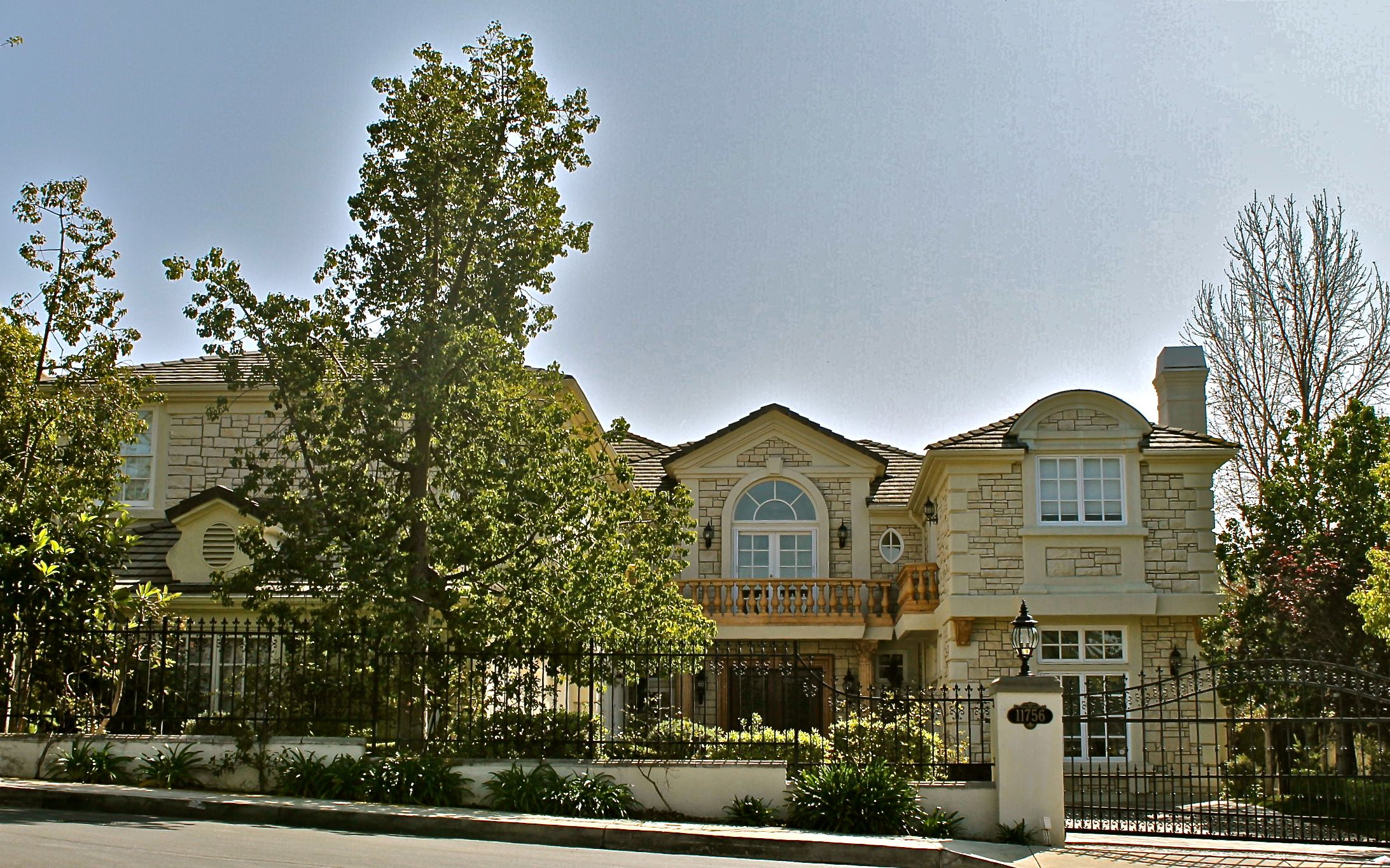 One of the best guard gated communities in the bel air for Homes for sale in los angeles area