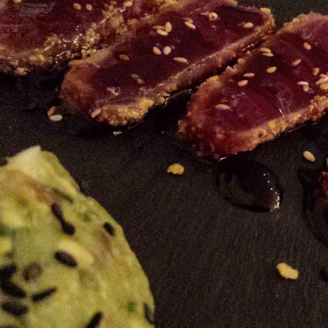 Mmmmm! Disfrutando después de un día muy duro! #tataki #cocomo #delicious #guacamole #yummy #yummyinmytummy #goodnight by txell_etwal
