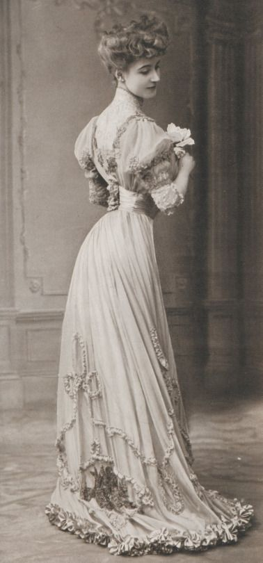 97f1d2e2cc8 Gibson Girl (with the impossible waist) 1906