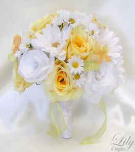 white and yellow daisy bouquet, how bright & spring-y! :)