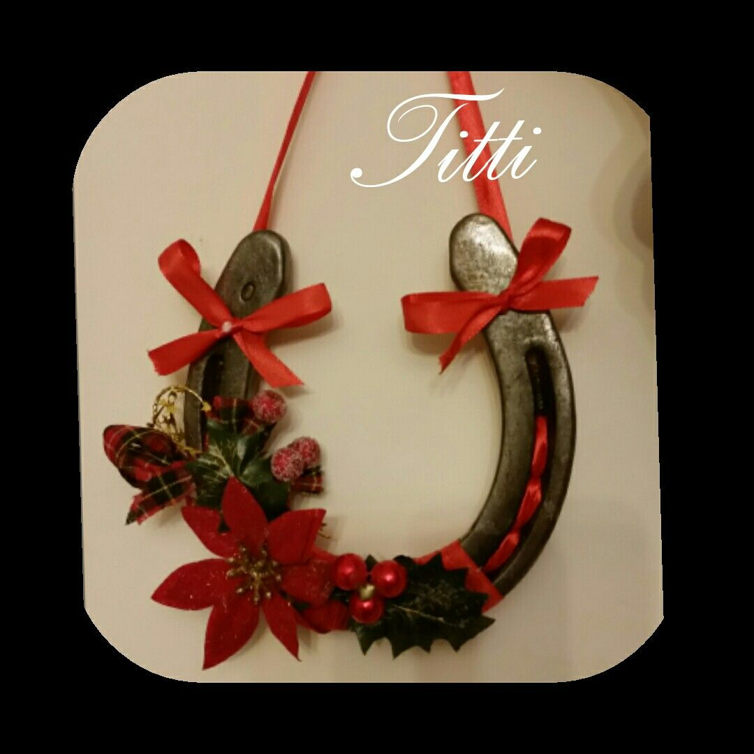 Pin By Deborah Wells On Ferri Di Cavallo Christmas Decorations Rustic Horseshoe Crafts Projects Christmas Centerpieces