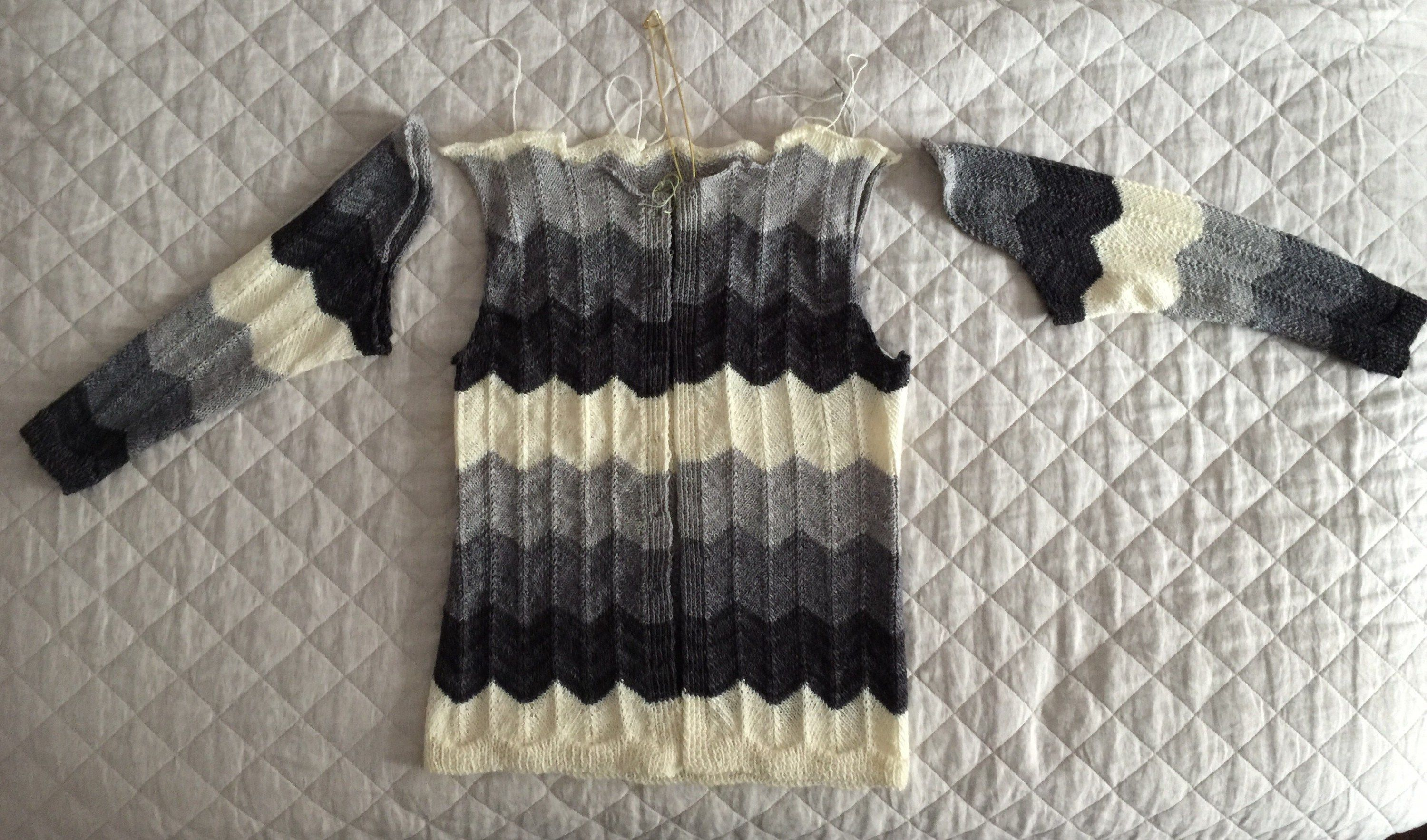 6b9d0f02b80b2a Setting knit sweater sleeves with Clover wonder clips