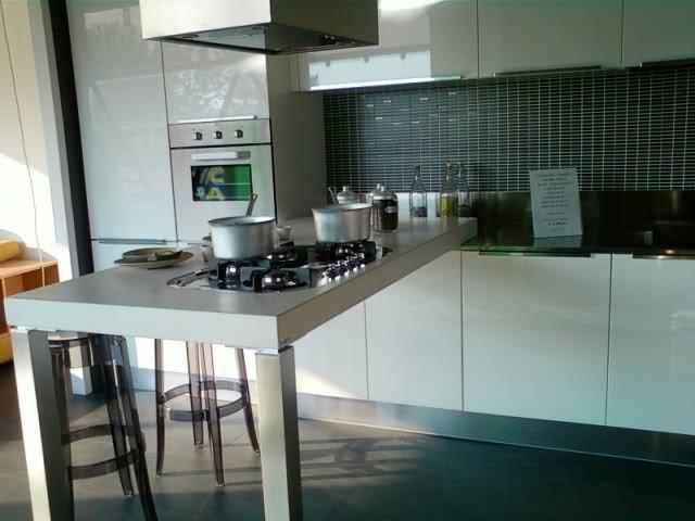 Arredare cucine strette e lunghe cerca con google - Arredare cucina grande ...