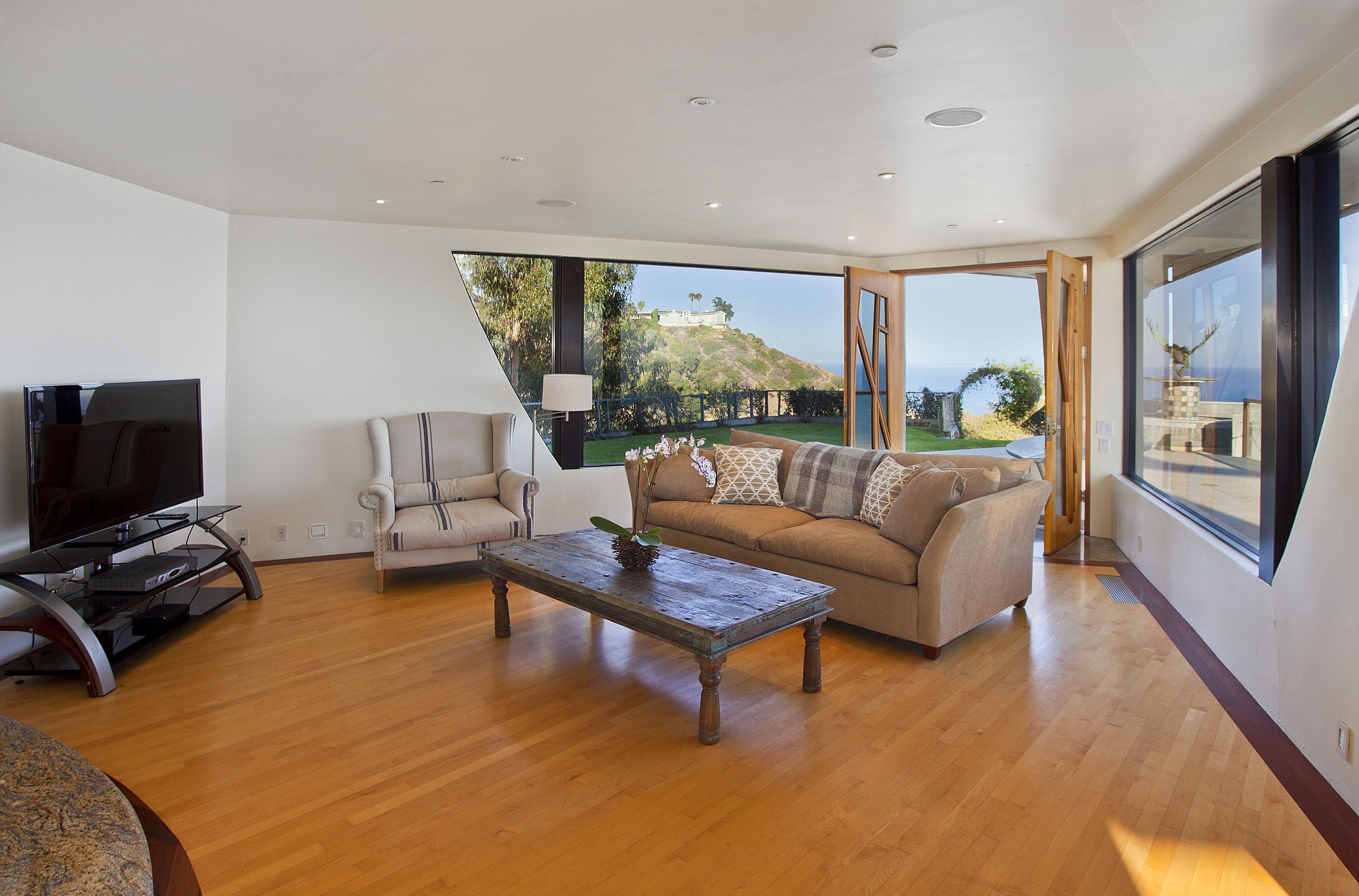 Malibu Eagles Watch Villa Luxurious Lounges Pinterest Villas