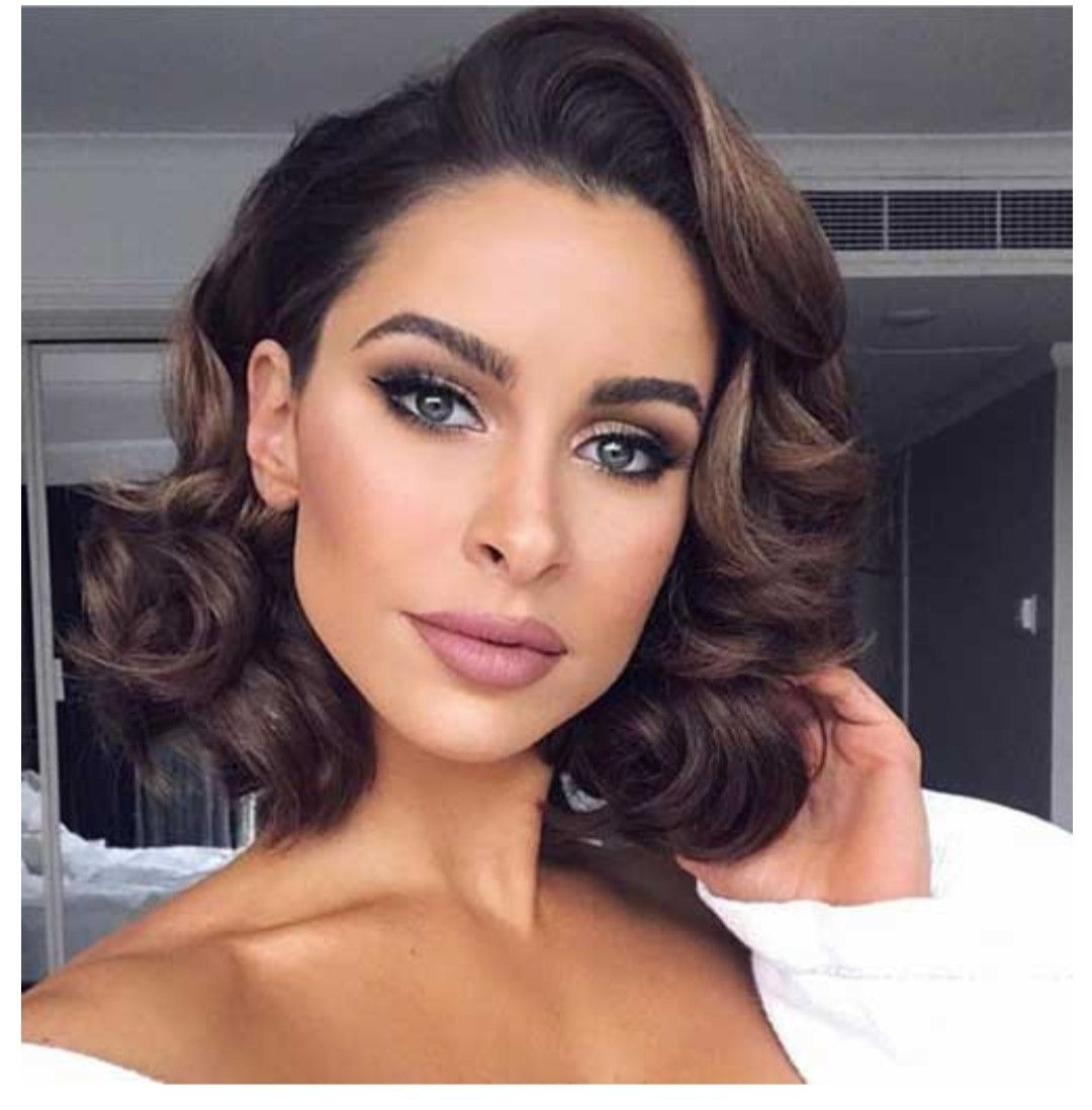 Pin By Branka K On Capelli In 2020 Prom Hairstyles For Short Hair Medium Hair Styles Vintage Curly Hair